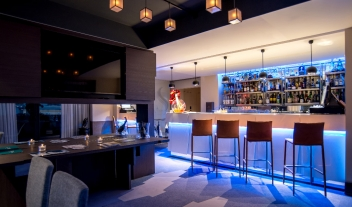 Five Seas Hotel Cannes Bar M 02