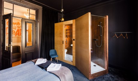 Autor Rooms Wooden Shower in Warsaw