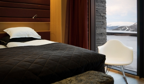 Copperhill Mountain Lodge Bedroom Mountain View By Winter M 07 R