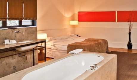 Cortiina Hotel Bathtub in Munich
