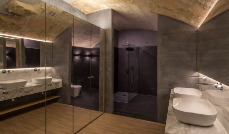 Cugo Gran Macina Grand Harbour Bathroom in Senglea