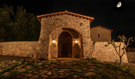 Eremito Architecture Entrance By Night M 11 R