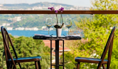 Gezi Hotel Bosphorus Dining Table City View M 03