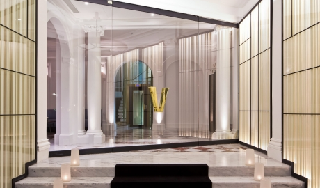 Hotel Vernet Entrance in Paris