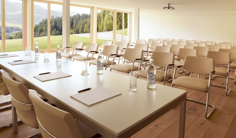 Nira Alpina Meeting Facilities M 13 R