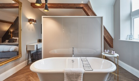 Oddfellows Guestroom Bathtub in Manchester