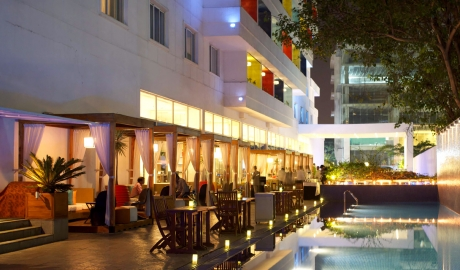 The Park Bangalore Pool Lounge Place View By Night M 08
