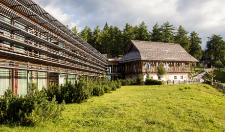 Vigilius Mountain Resort Resort Exterior Facade in Lana