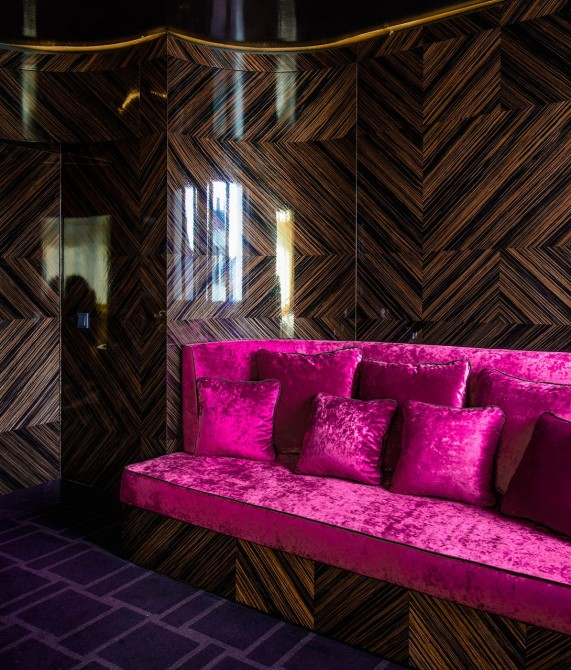 Hotel Lamee Pink Sofa in Vienna