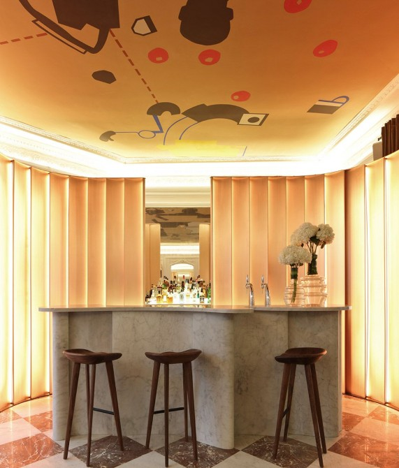 Hotel Vernet Bar in Paris