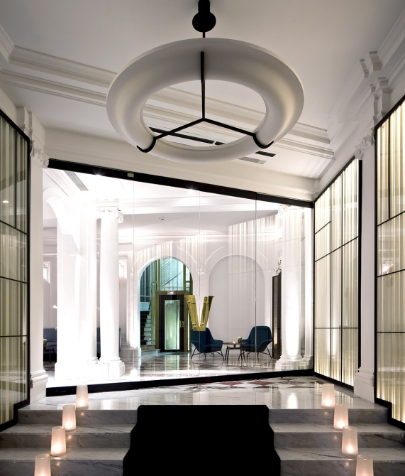 Hotel vernet paris france design hotels for Hotel design france
