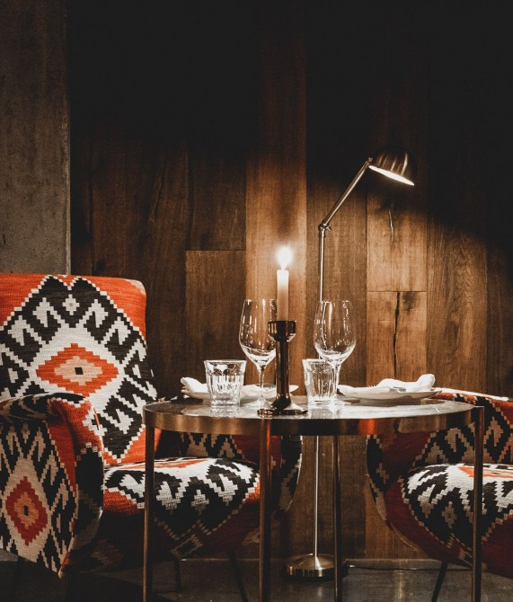 L´Ovella Negra Mountain Lodge Dining Tables in Canillo