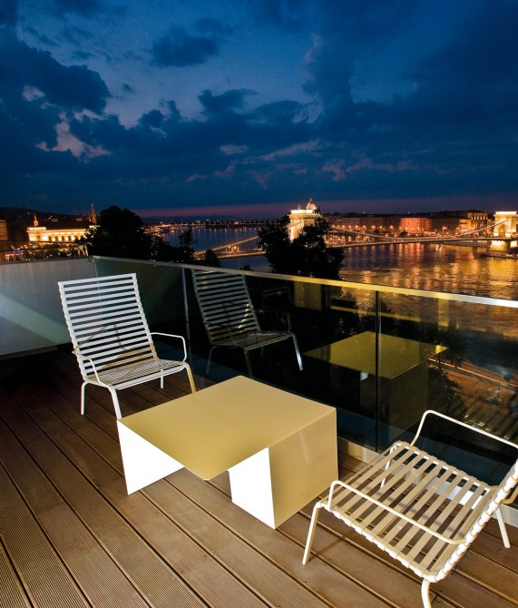 Lanchid 19 budapest hungary design hotels for Balcony night view