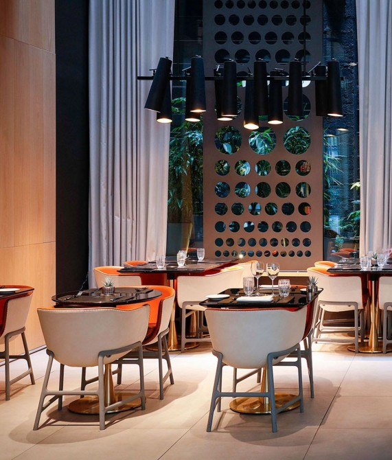 Le Cinq Codet Dining Tables in Paris