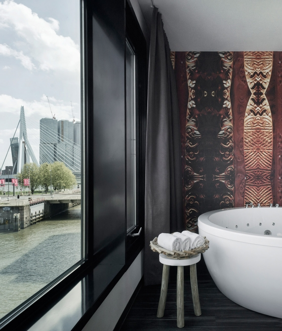 Mainport Bathtub in Rotterdam