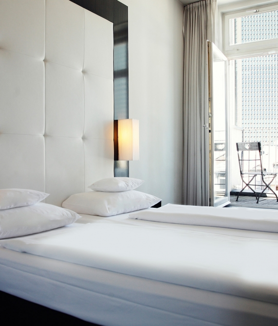the pure frankfurt germany design hotels. Black Bedroom Furniture Sets. Home Design Ideas