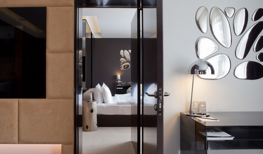 11 mirrors kiev ukraine design hotels for Mirror hotel