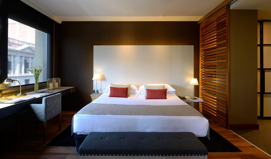 Grand hotel central barcelona spain design hotels for Grand bedroom designs