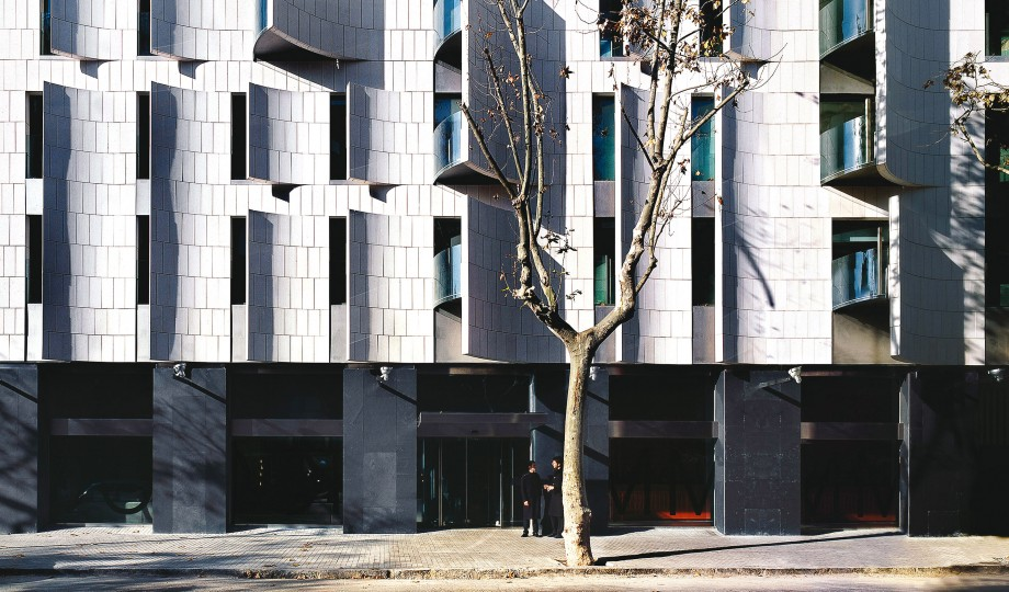 Hotel omm barcelona spain design hotels for Hotel design facade