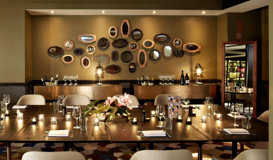Qt sydney boutique hotel sydney australia design for Best dining rooms in sydney