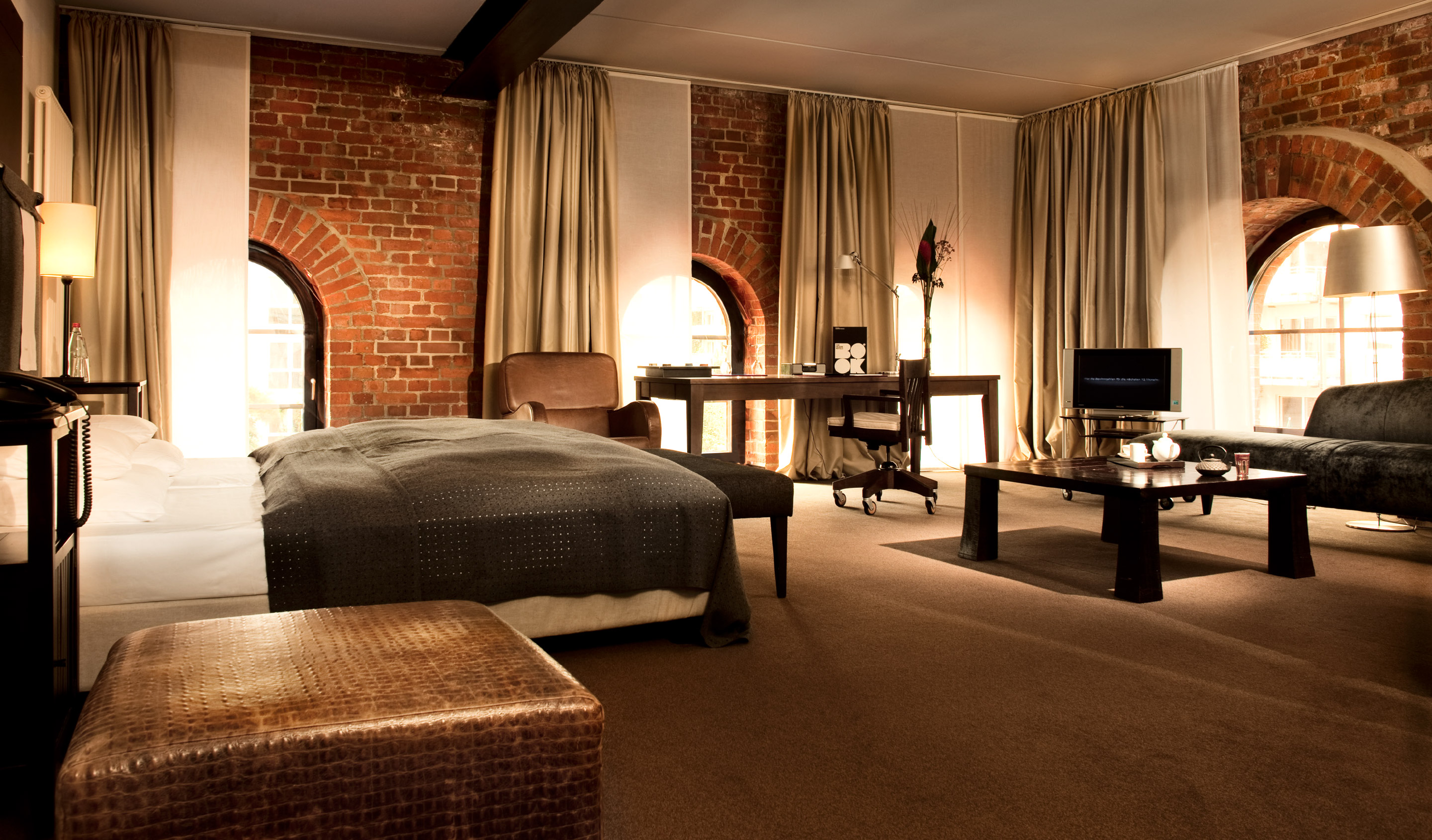 hamburg boutique luxury hotels design hotels. Black Bedroom Furniture Sets. Home Design Ideas