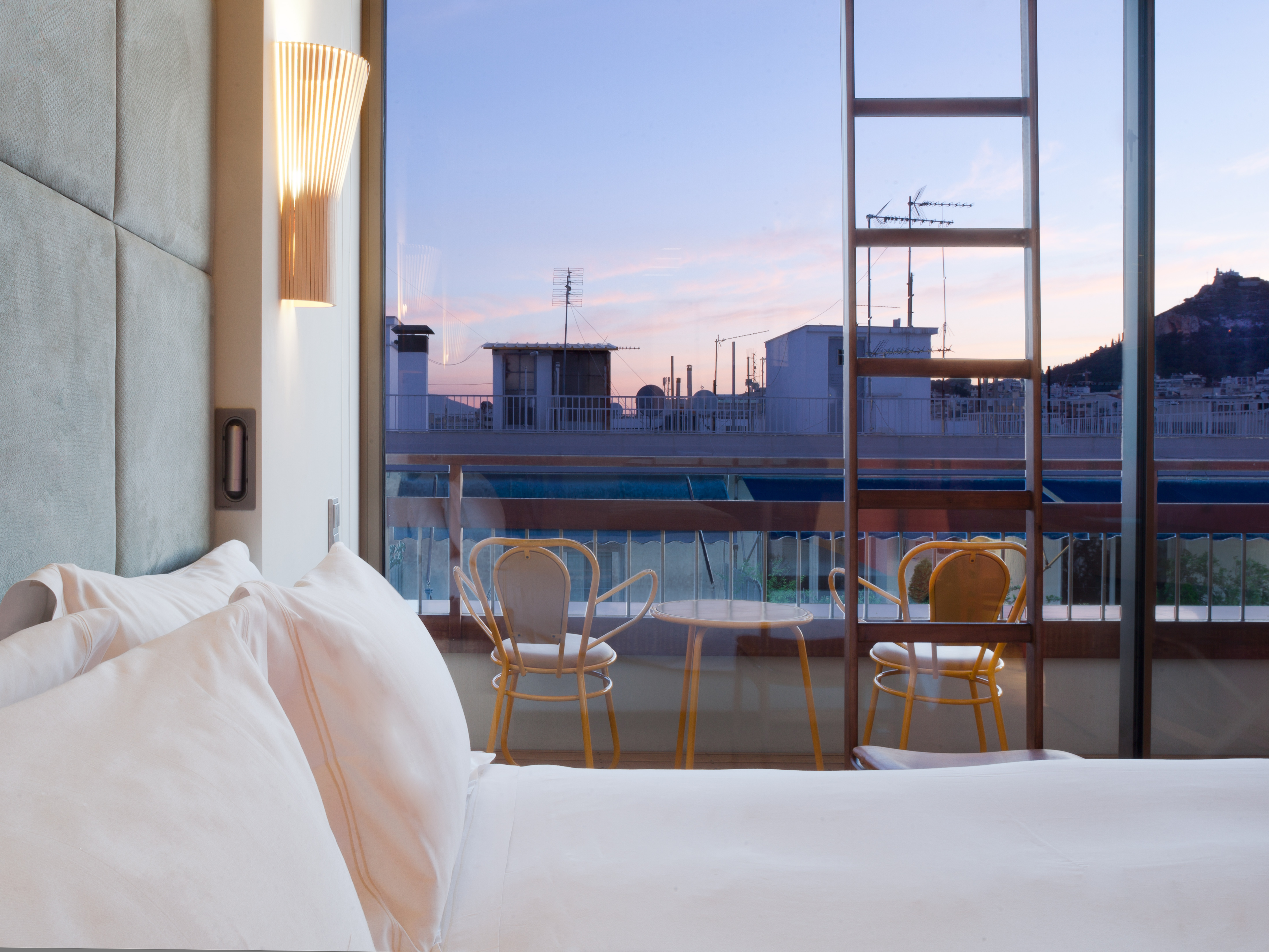 Rooms suites at new hotel in athens greece design hotels for Designhotel athen