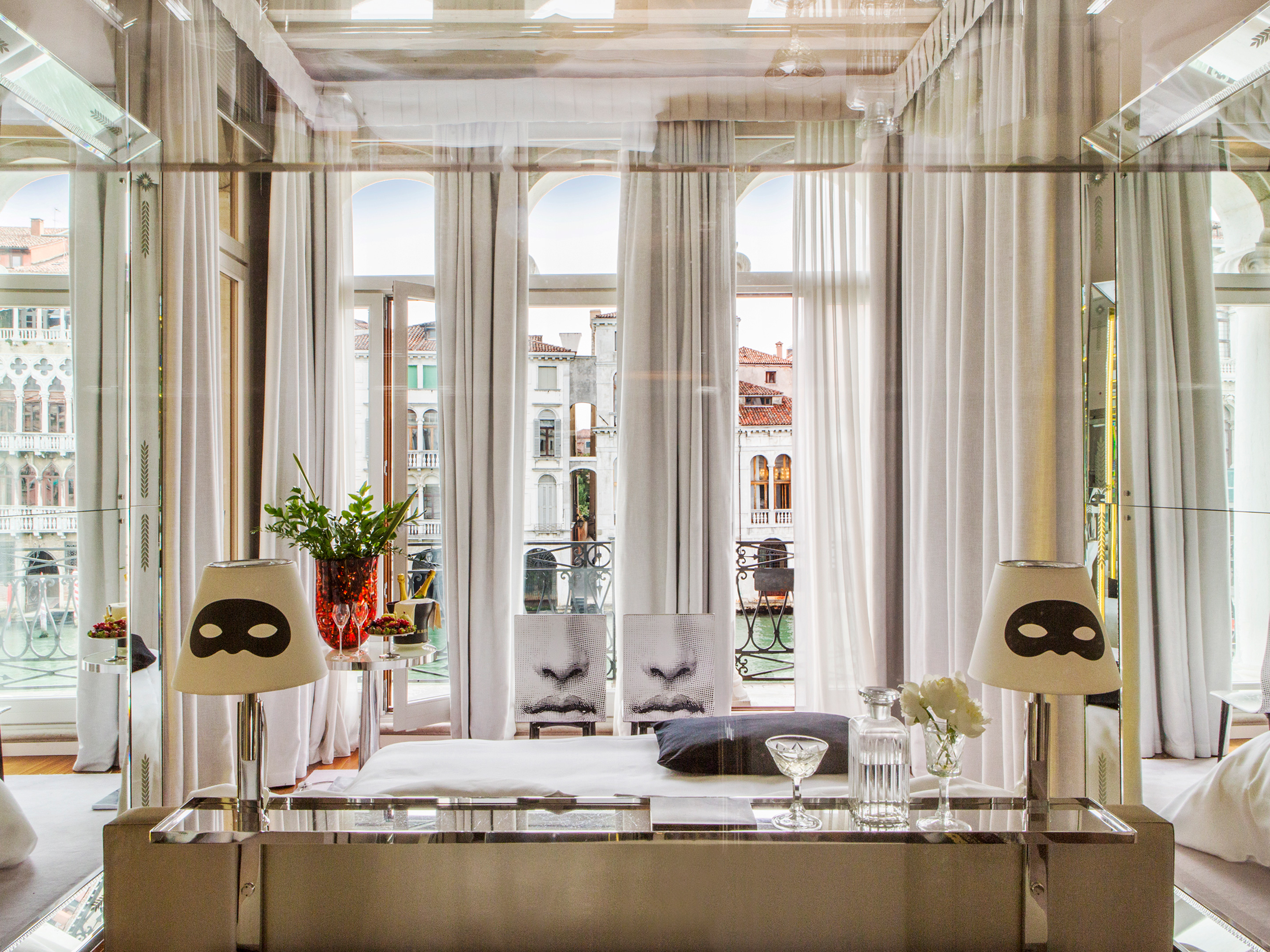Rooms suites at palazzina grassi in venice italy for Hotel design venice