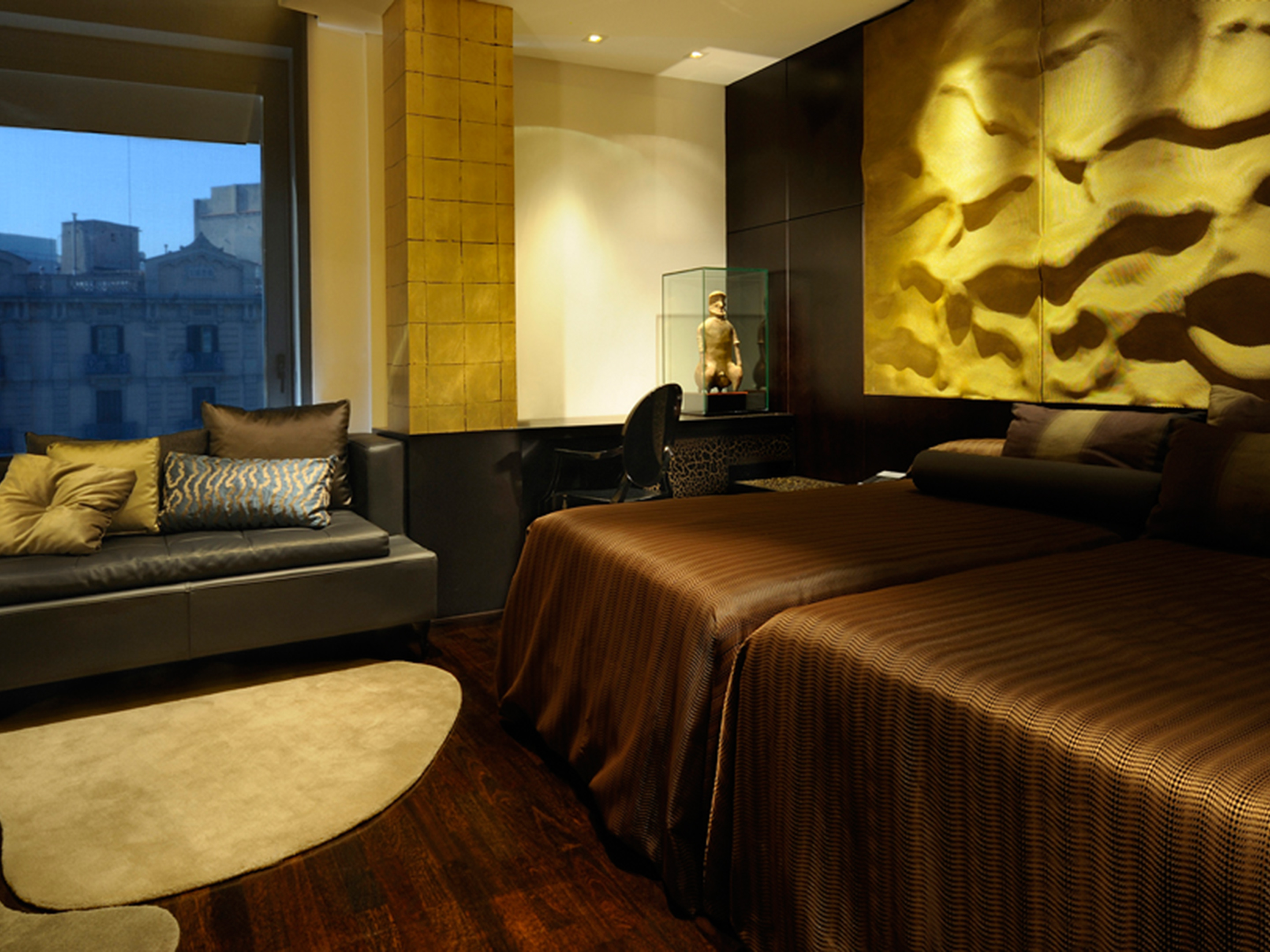 rooms suites at hotel claris in barcelona spain design hotels. Black Bedroom Furniture Sets. Home Design Ideas