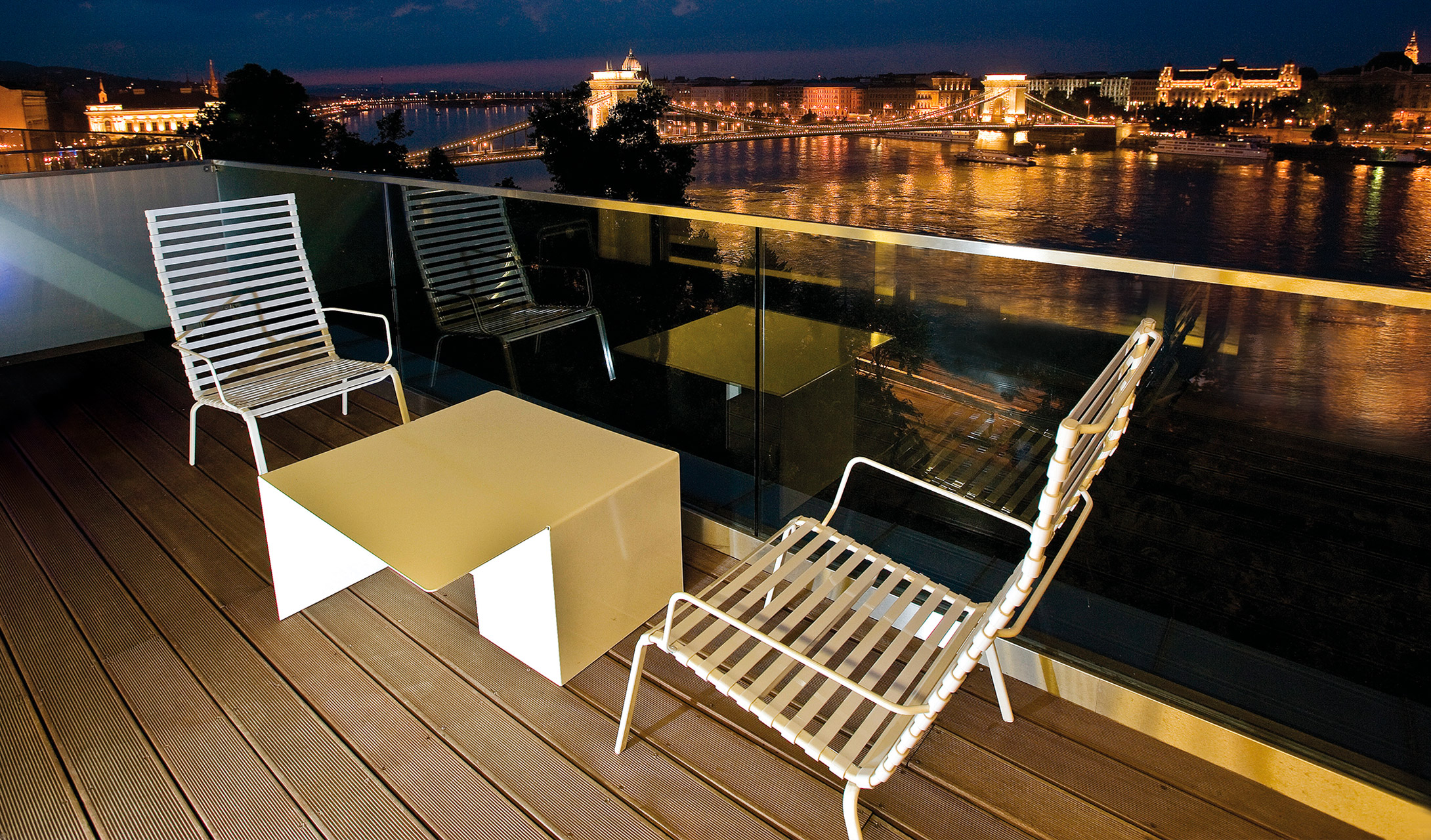 Lanchid 19 budapest hungary design hotels for Designhotel q