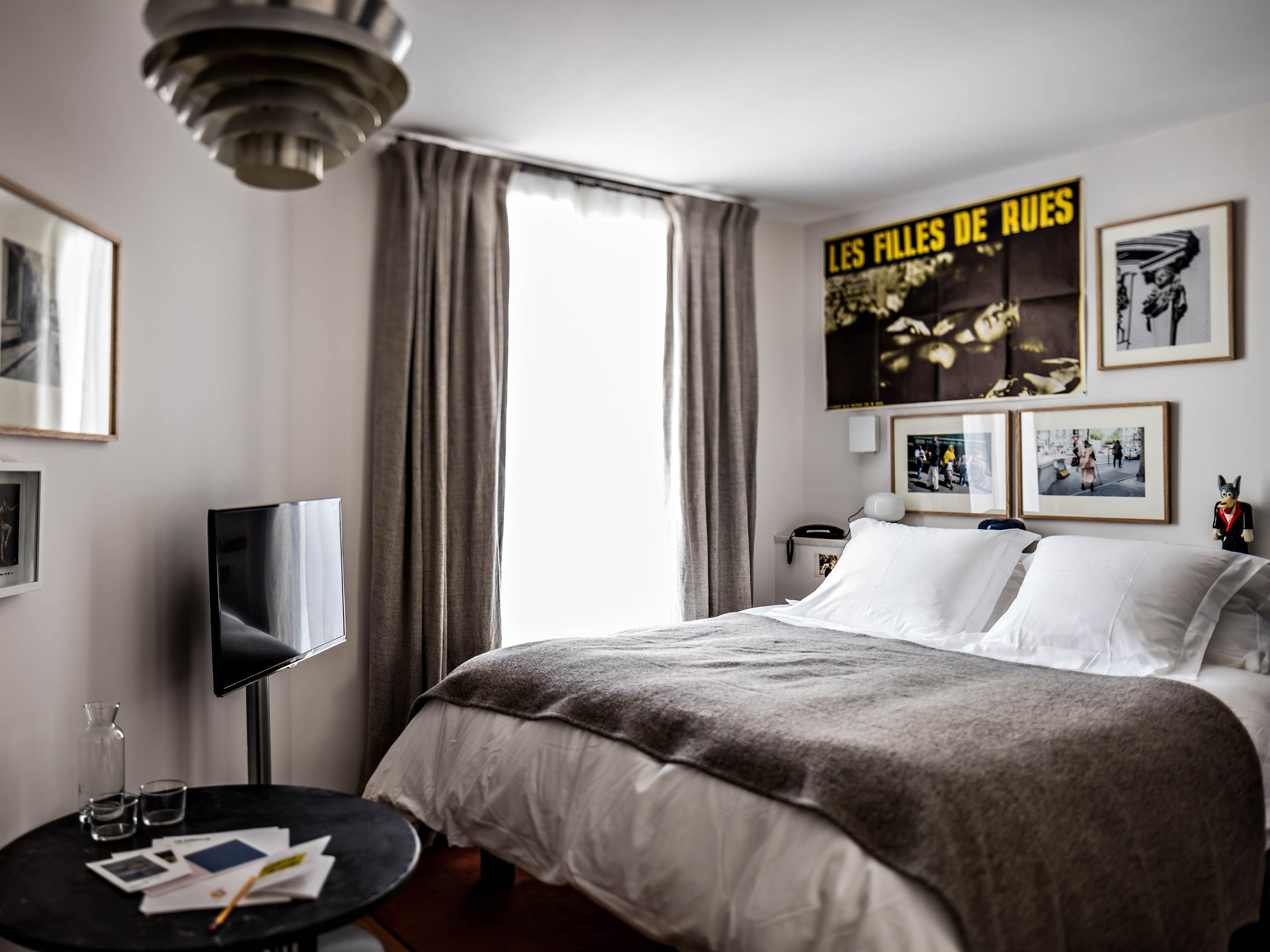 Rooms suites at le pigalle in paris france design hotels for Hotel design france