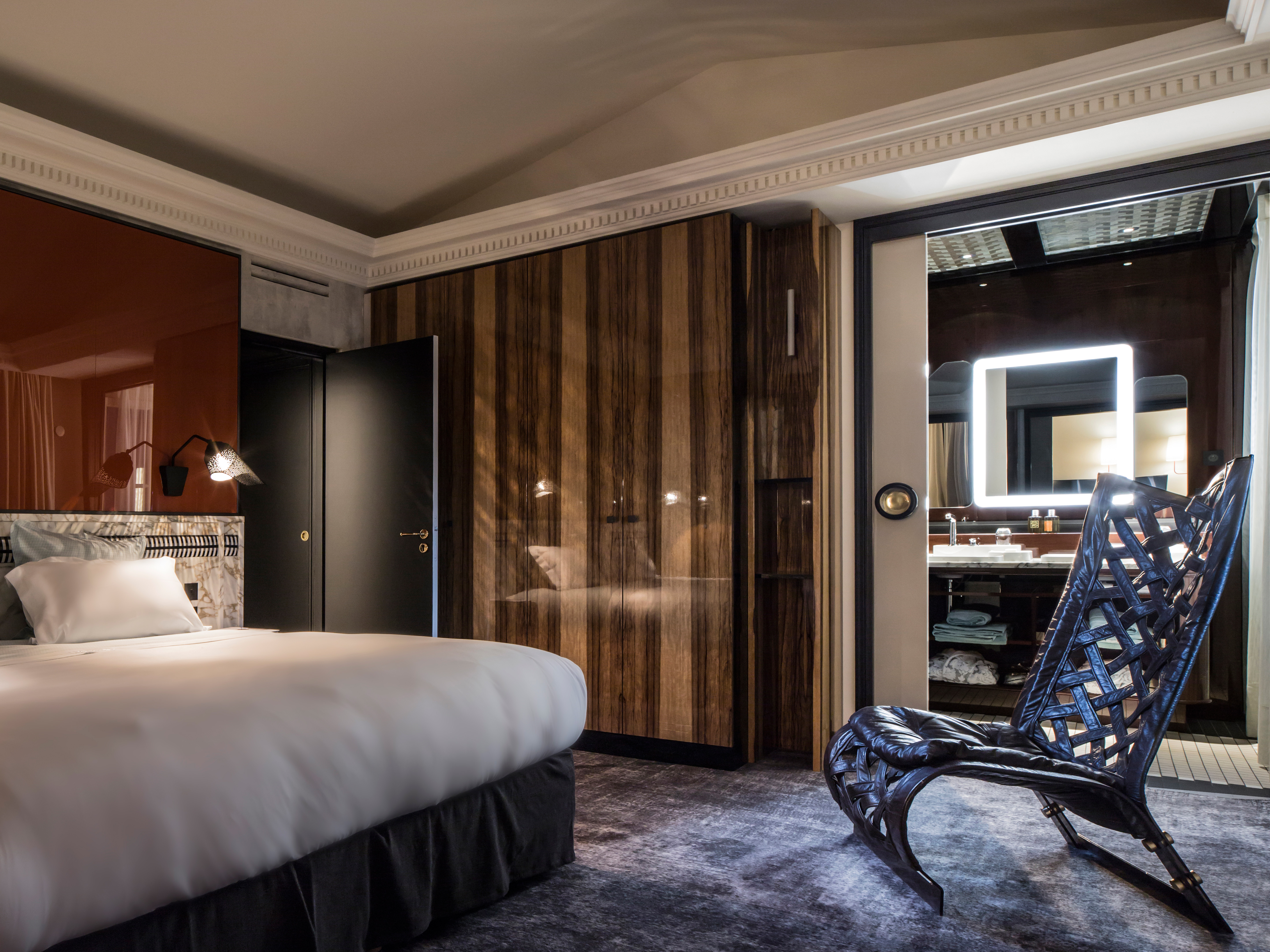 rooms suites at les bains in paris france design hotels. Black Bedroom Furniture Sets. Home Design Ideas