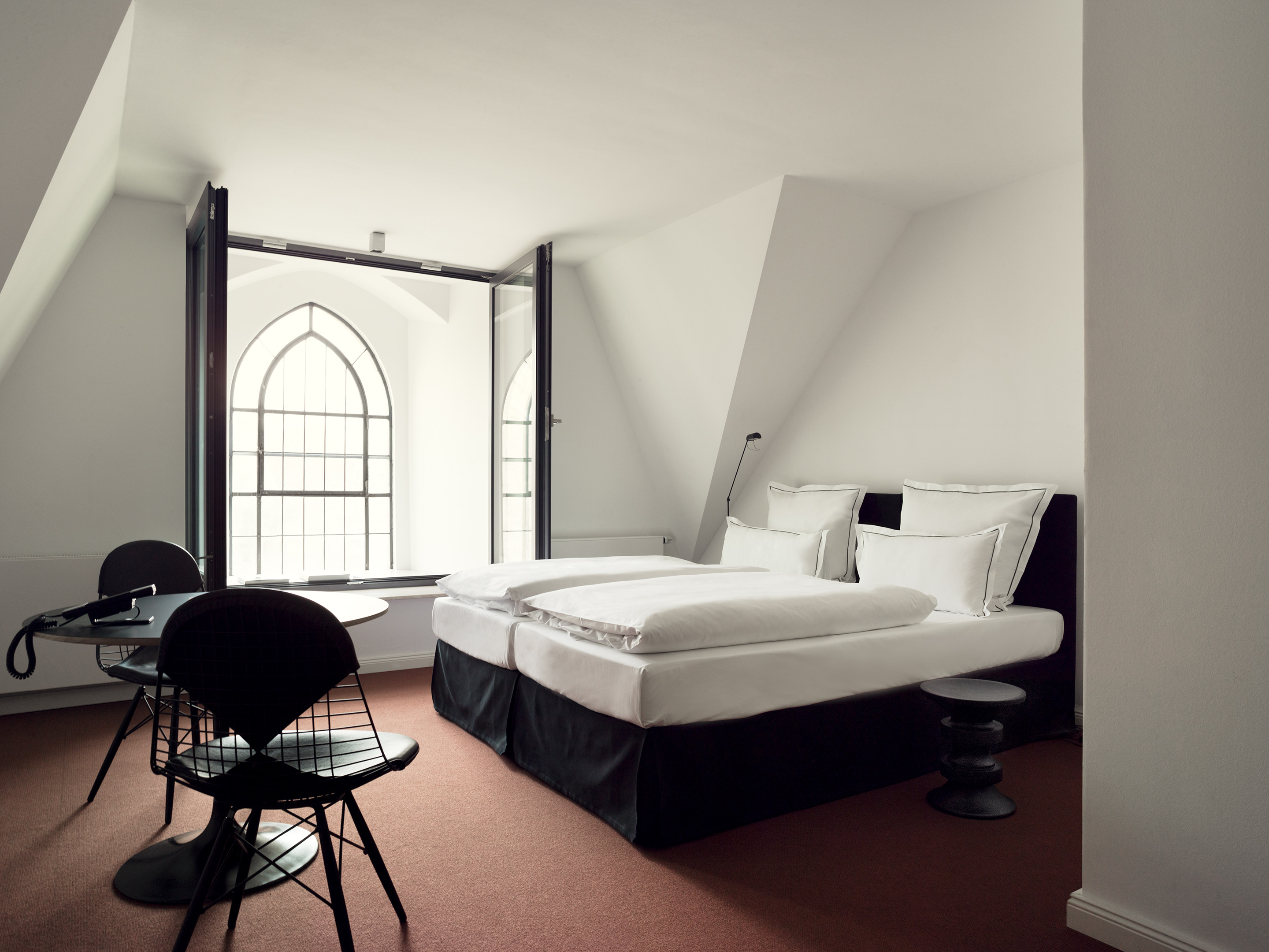 rooms suites at the qvest in cologne germany design hotels. Black Bedroom Furniture Sets. Home Design Ideas