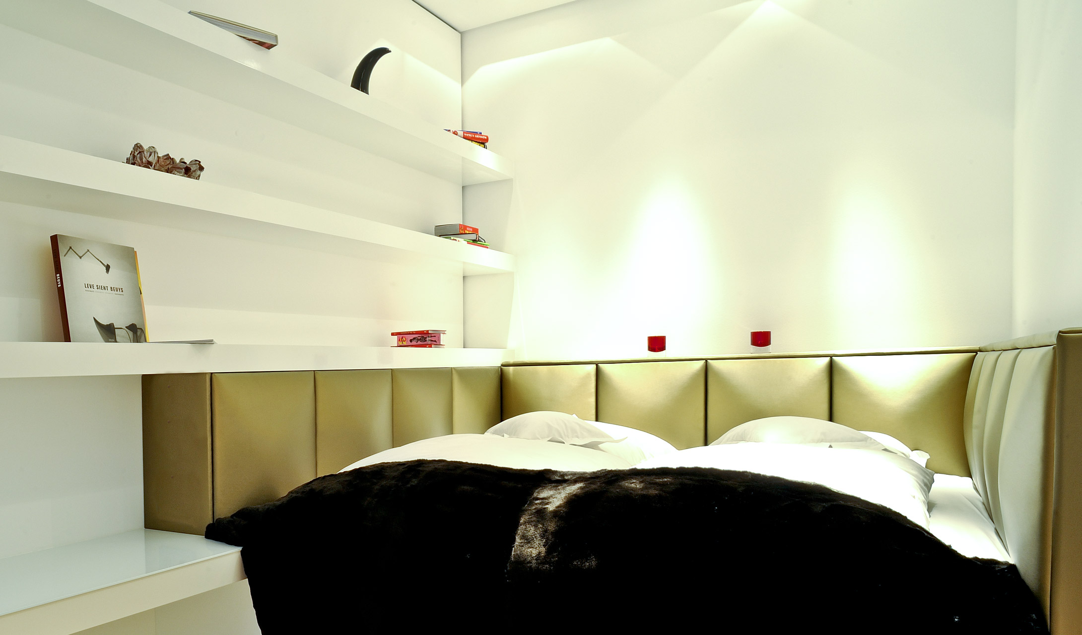 roomers loft frankfurt germany design hotels. Black Bedroom Furniture Sets. Home Design Ideas