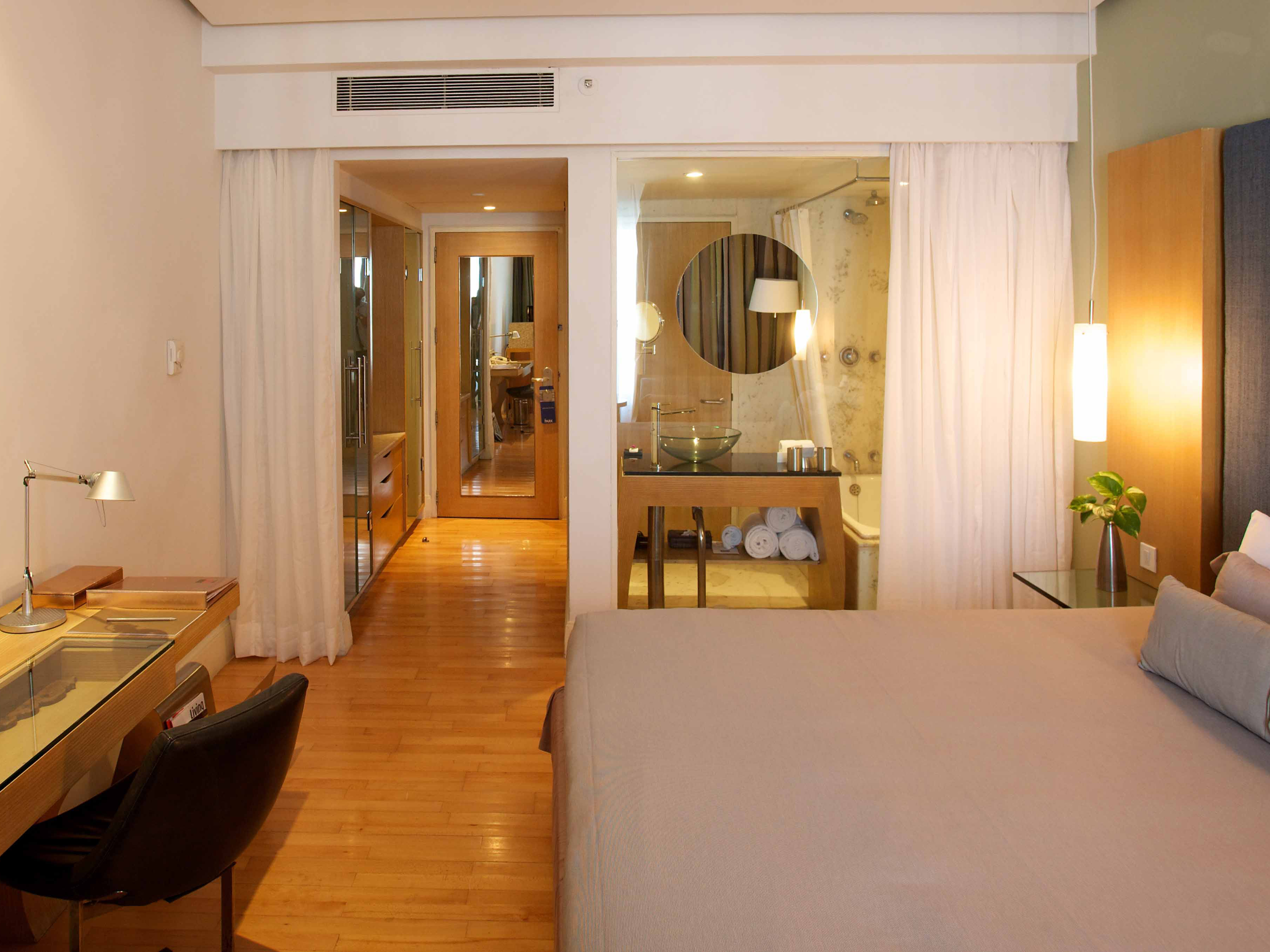 Rooms suites at the park in chennai india design hotels for Design hotel justa chennai