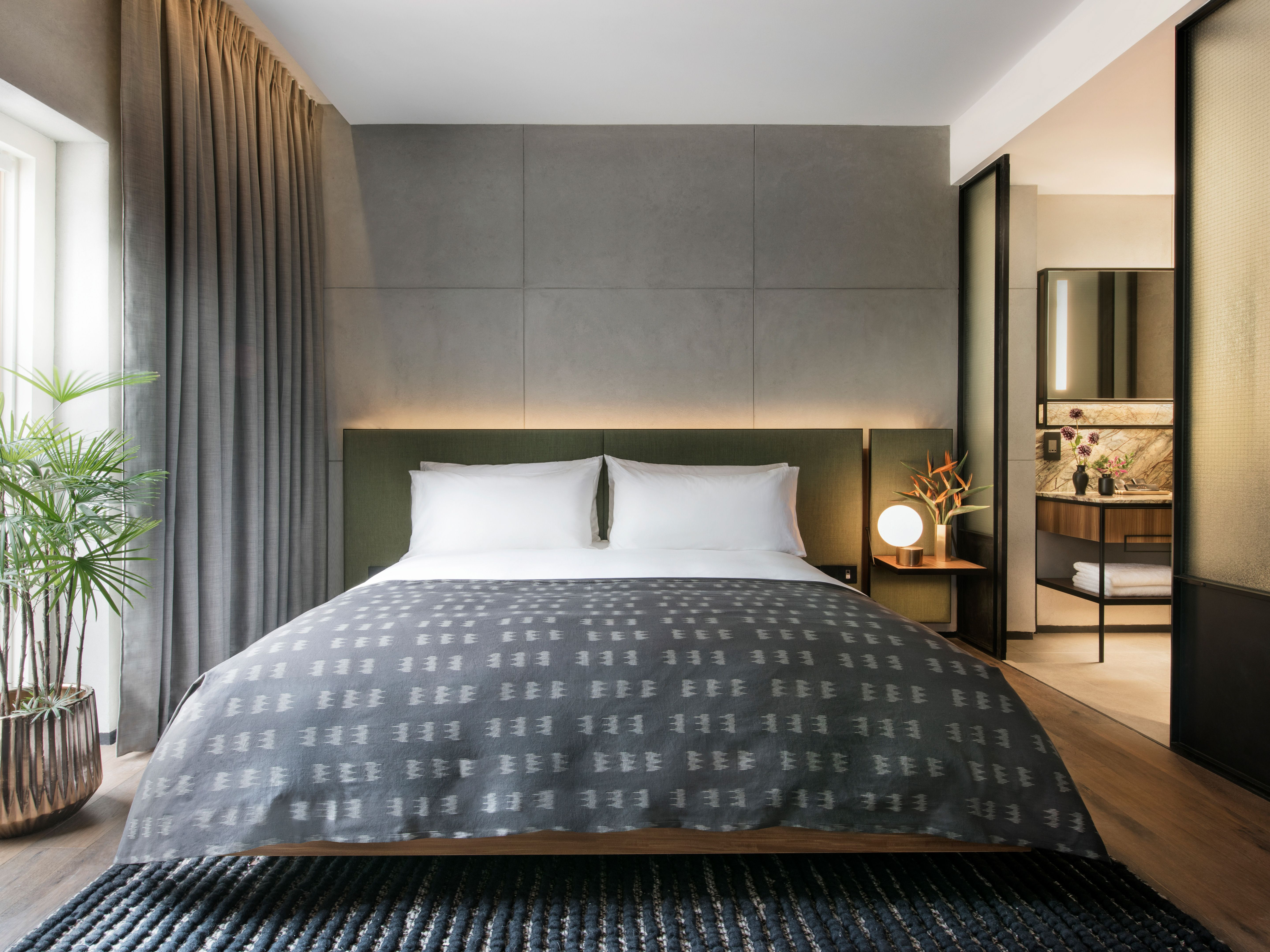 Rooms suites at the warehouse in singapore design hotels for Design hotel singapore